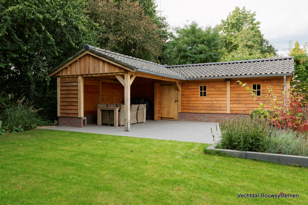Houten tuinhuis met veranda