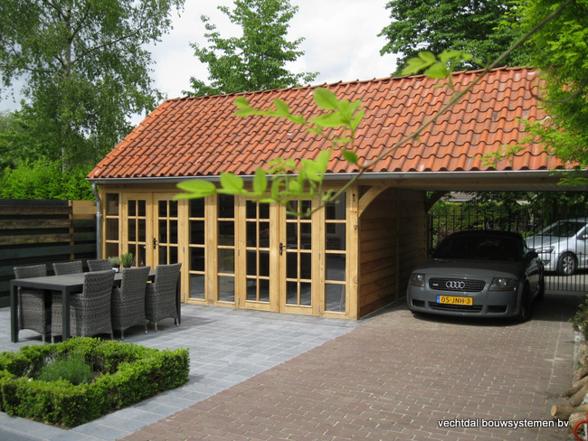 eiken houten bijgebouw