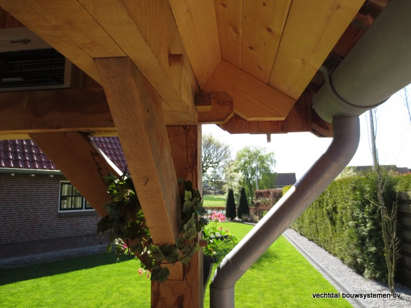 houten kapschuur met overkapping