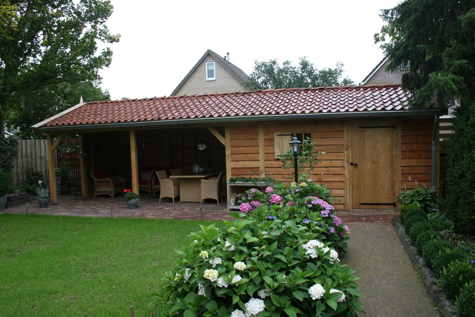 ... veranda of landelijke houten kapschuur op maat. - tuinhuis met veranda