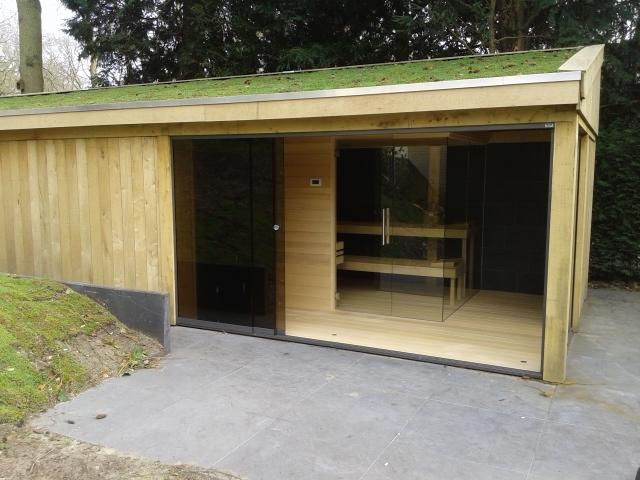 houten tuinhuis met groendak en sauna