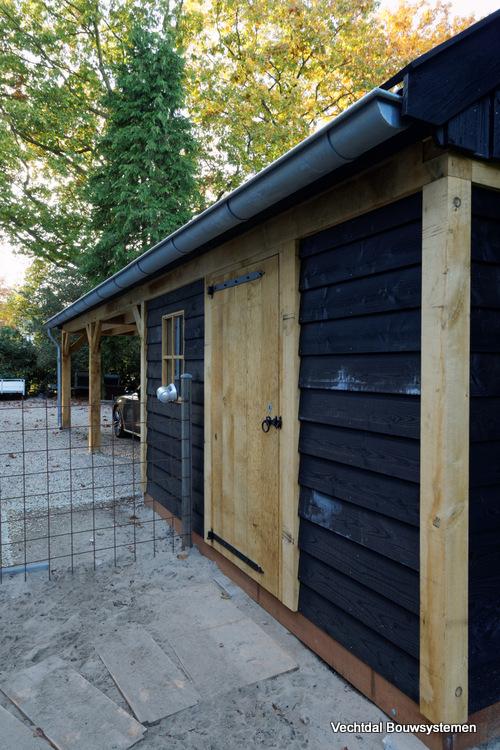 landelijke_schuur_met_carport_(4) - Klassiek houten schuur met carport geplaatst in Baarn.