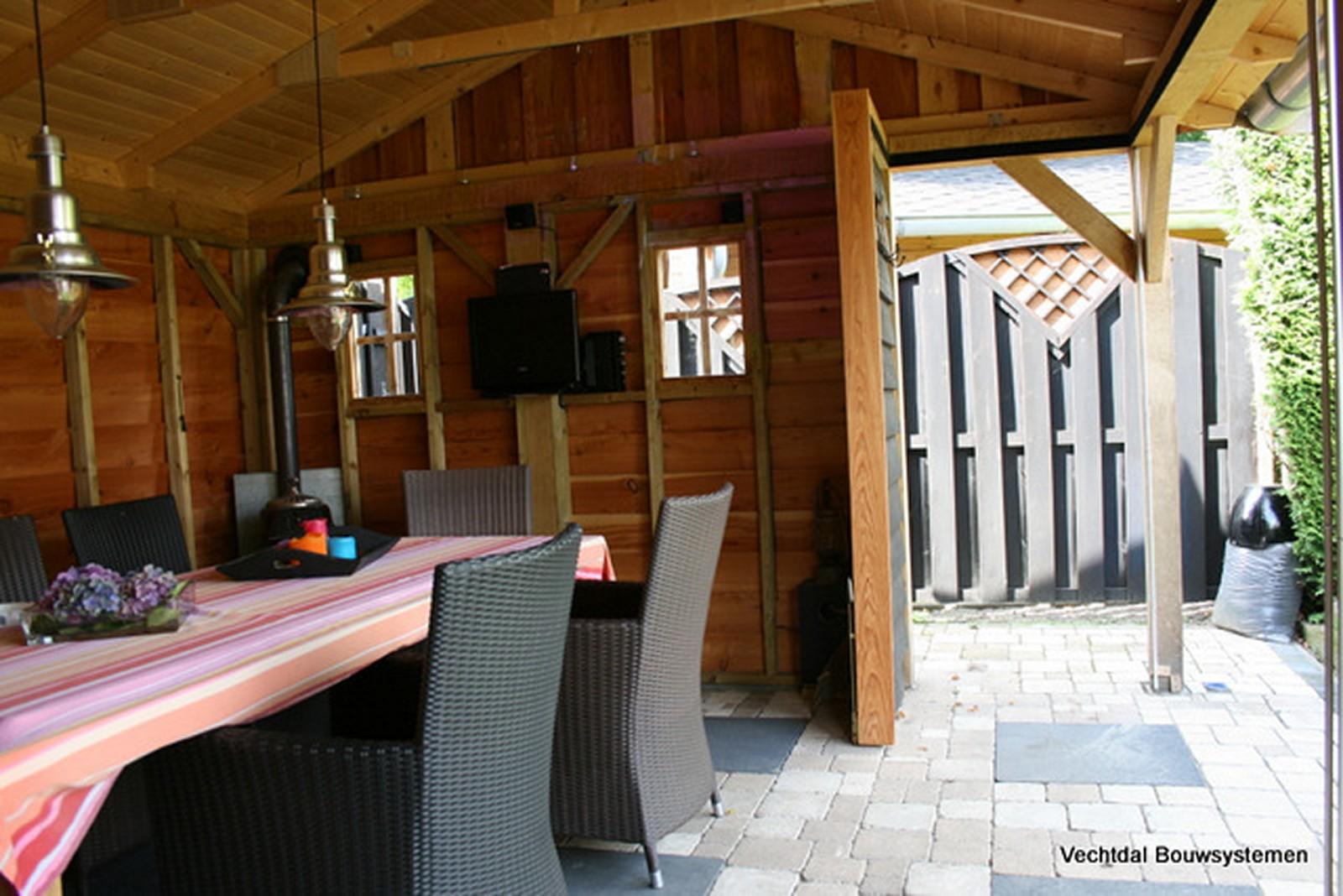 lariks_buitenkamers - Authentiek eikenhouten tuinhuis met tuinkamer.