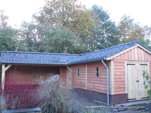 eikenhouten_tuinhuis_met_veranda_hoekmodel_groesbeek_(3) - Prachtige eikenhouten tuinhuis met veranda hoekmodel geplaatst in Groesbeek.