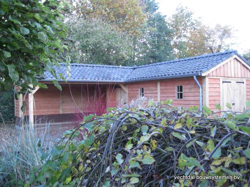 eikenhouten_tuinhuis_met_veranda_hoekmodel_groesbeek_(6) - Prachtige eikenhouten tuinhuis met veranda hoekmodel geplaatst in Groesbeek.