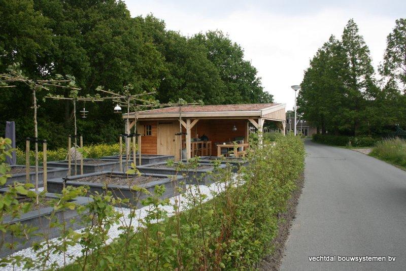 houten_overkapping_met_Groendak_(3) - Foto's eindresultaat houten overkapping met berging te Rotterdam.