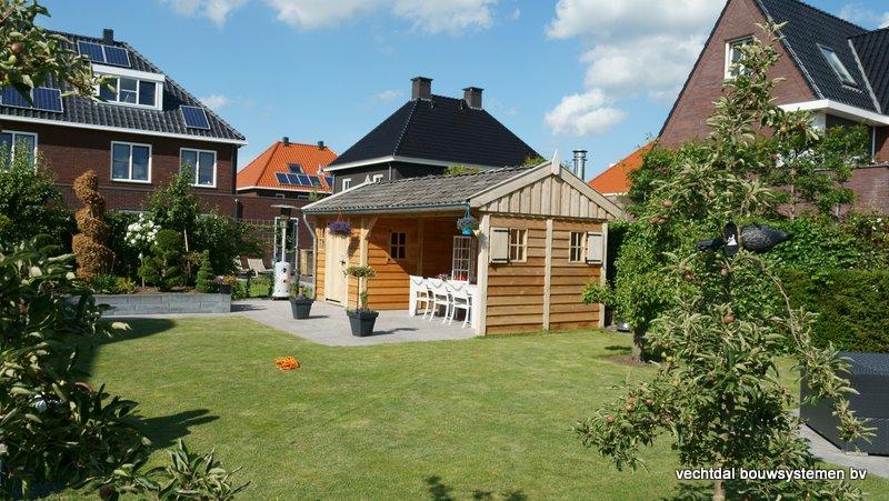 Eiken_houten_tuinhuis_met_veranda_(15) - Luxe eikenhouten tuinkamer op maat gemaakt.