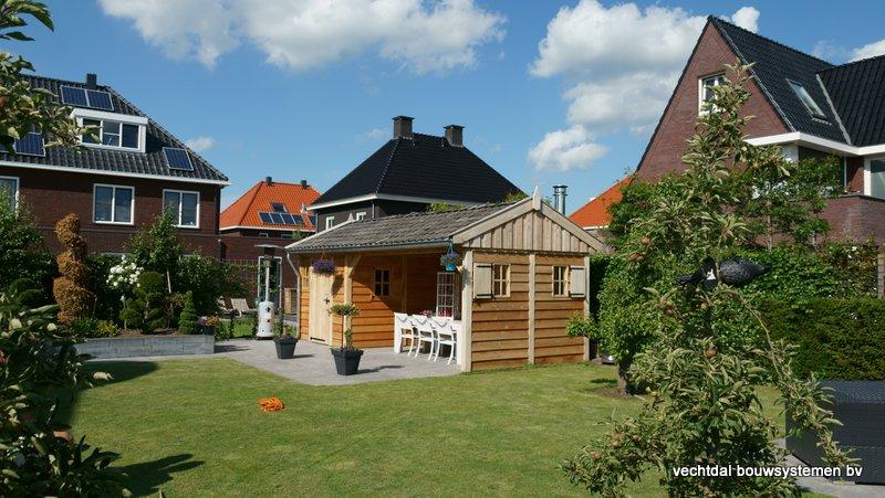 Eiken_houten_tuinhuis_met_veranda_(16) - Authentiek eikenhouten tuinhuis met veranda geleverd en gemonteerd in Utrecht.