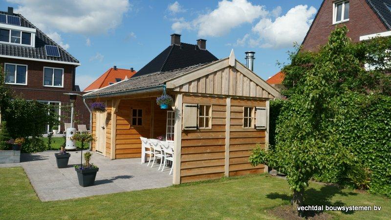 Eiken_houten_tuinhuis_met_veranda_(5) - Authentiek eikenhouten tuinhuis met veranda geleverd en gemonteerd in Utrecht.