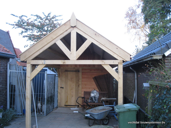 eiken_bijgebouw_(1) - Eikenhouten bijgebouw met veranda en carport geplaatst te Groesbeek.