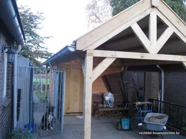 eiken_bijgebouw_(2) - Eikenhouten bijgebouw met veranda en carport geplaatst te Groesbeek.