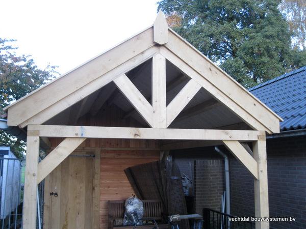 eiken_bijgebouw_(3) - Eikenhouten bijgebouw met veranda en carport geplaatst te Groesbeek.