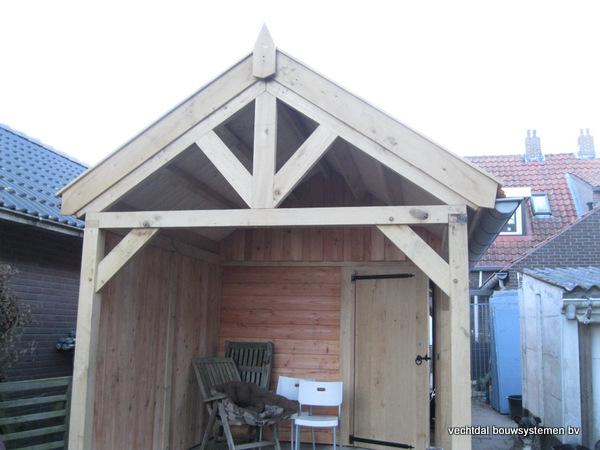 eiken_bijgebouw_(6) - Eikenhouten bijgebouw met veranda en carport geplaatst te Groesbeek.