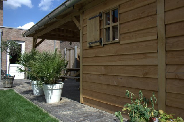 Exclusieve_tuinhuizen - Authentiek eikenhouten carport met garage.