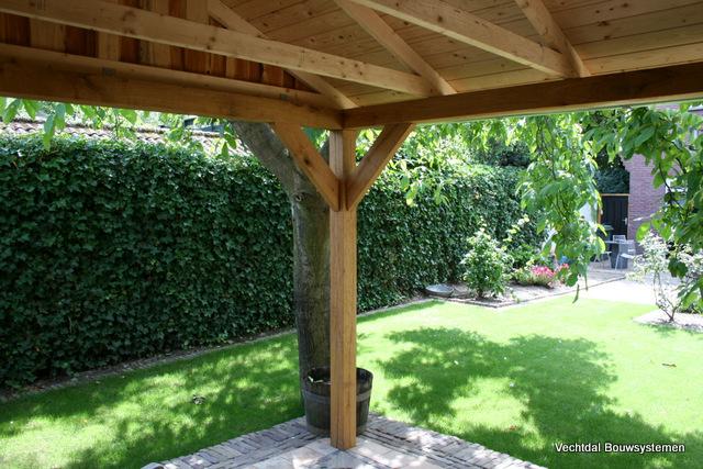 Berging - Luxe eikenhouten tuinhuis met luifel op maat gemaakt.