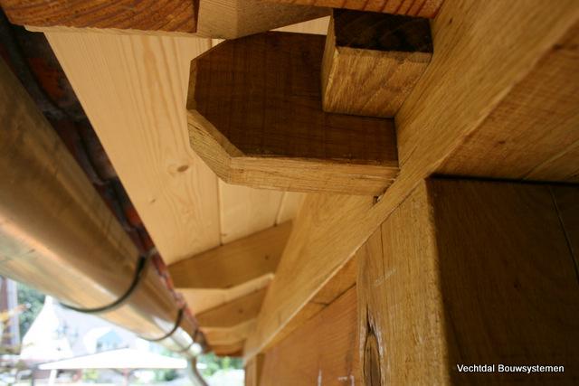 Duurzame_tuinhuis - Luxe eikenhouten tuinhuis met luifel op maat gemaakt.