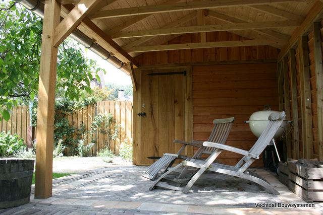 robuuste_tuinhuizen - Luxe eikenhouten tuinhuis met luifel op maat gemaakt.