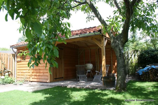 tuinhuizen - Luxe eikenhouten tuinhuis met luifel op maat gemaakt.