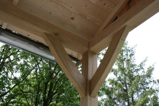 Vechtdal_bouwsystemen - Authentiek eikenhouten tuinhuis met overkapping.