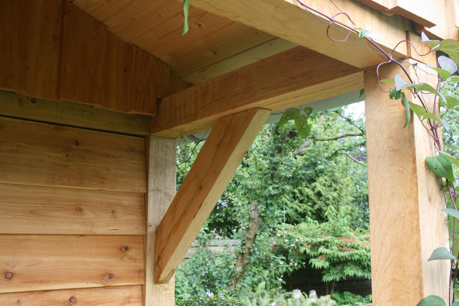 Duurzame_tuinhuizen - Houten dierenopvang met overkapping gemaakt van duurzaam eikenhout.