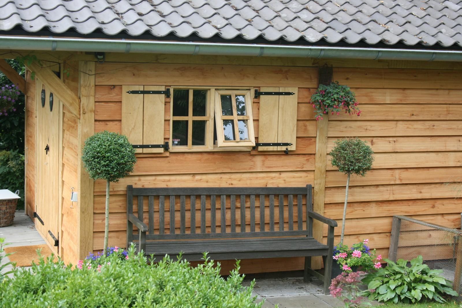 Eiken_tuinhuis - Houten dierenopvang met overkapping gemaakt van duurzaam eikenhout.