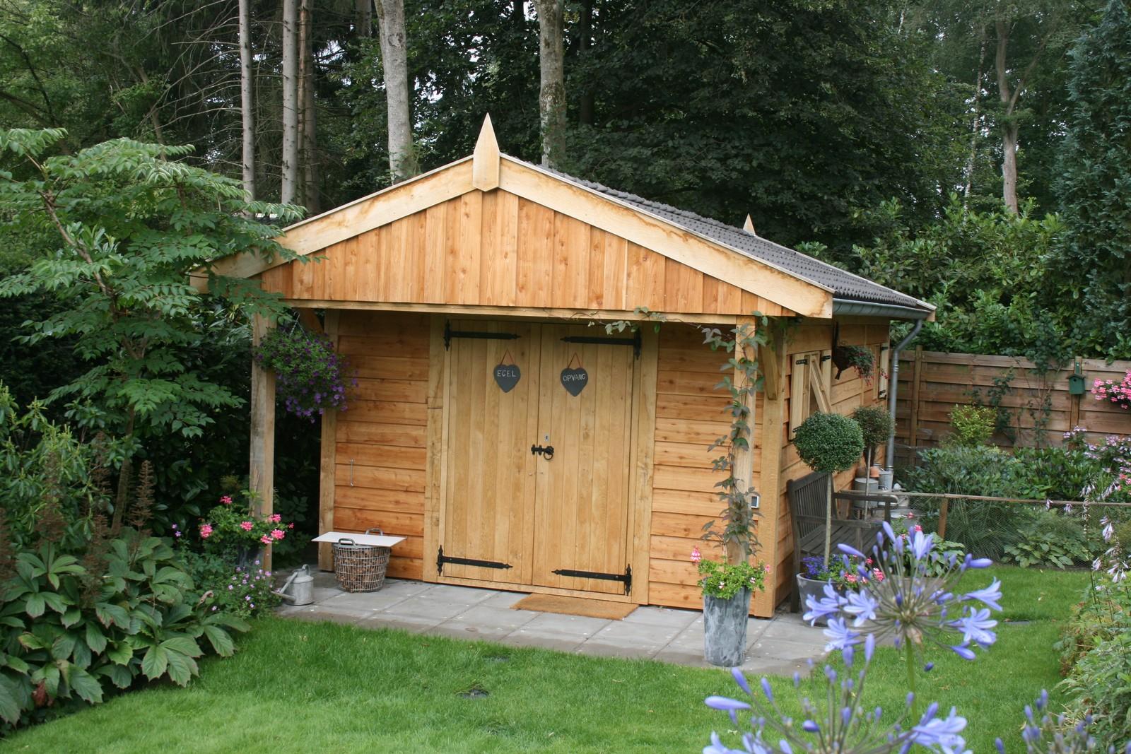 exclusieve_tuinhuis - Houten dierenopvang met overkapping gemaakt van duurzaam eikenhout.