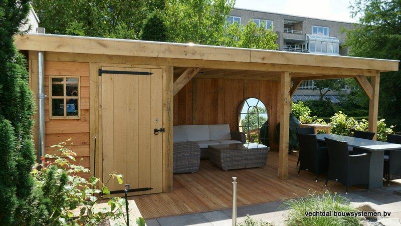 eikenhouten_tuinhuis_met_platdak_Rottedam_(1) - Geniet optimaal van de warme zomeravonden in een sfeervolle eikenhouten tuinkamer.