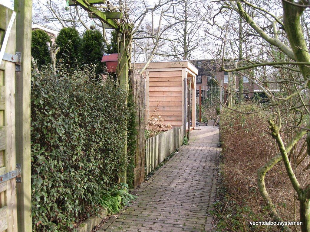 Tuinhuis_met_platdak_(1) - Houten tuinhuis met luifel opgeleverd in Woerden.