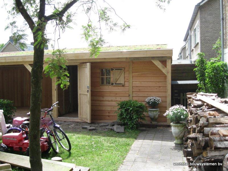 01-Eiken_houten_veranda_met_groendak_(1) - Eikenhouten tuinhuis en overkapping met groendak opgeleverd in Zwolle.