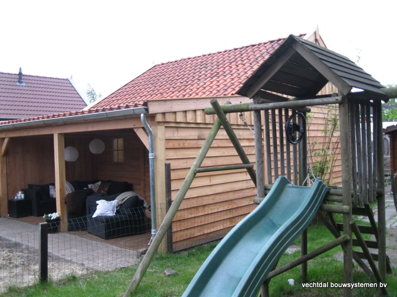 1-Houten_garage_met_veranda_(1) - Houten garage met veranda opgeleverd in Almelo