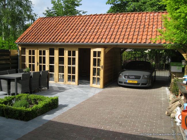 eiken_bijgebouw_(41) - Stijlvolle eiken bijgebouw met carport, met ambachtelijk vakwerkdetails.