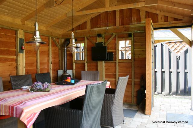 buitenkeuken_(3) - Eikenhouten bijgebouw met buitenkeuken.