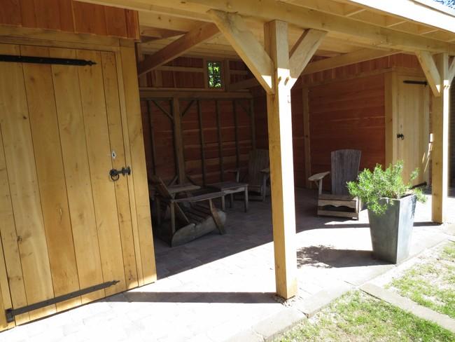 12__houten_veranda_met_groendak - Unieke eikenhouten bijgebouw met groendak opgeleverd!