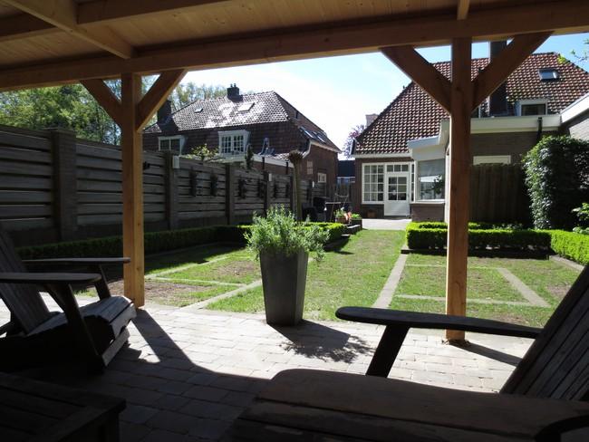 18__houten_veranda_met_groendak - Subsidie op groendak. Bijgebouwen/tuinhuizen/overkappingen of landelijke schuren.