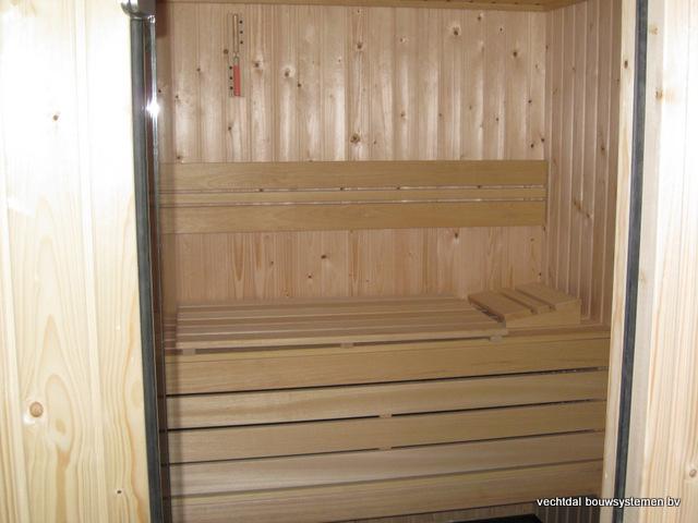 Eikenhouten_bijgebouw_met_sauna_(11) - Eikenhouten bijgebouw met veranda en sauna.