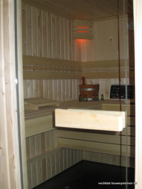 Eikenhouten_bijgebouw_met_sauna_(13) - Eikenhouten bijgebouw met veranda en sauna.