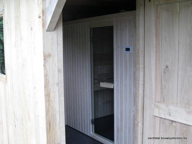 Eikenhouten_bijgebouw_met_sauna_(15) - Eikenhouten bijgebouw met veranda en sauna.