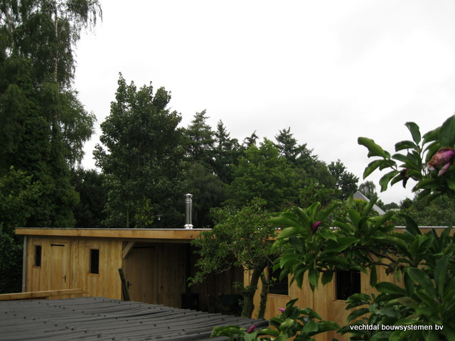 Eikenhouten_bijgebouw_met_sauna_(21) - Eikenhouten bijgebouw met veranda en sauna.