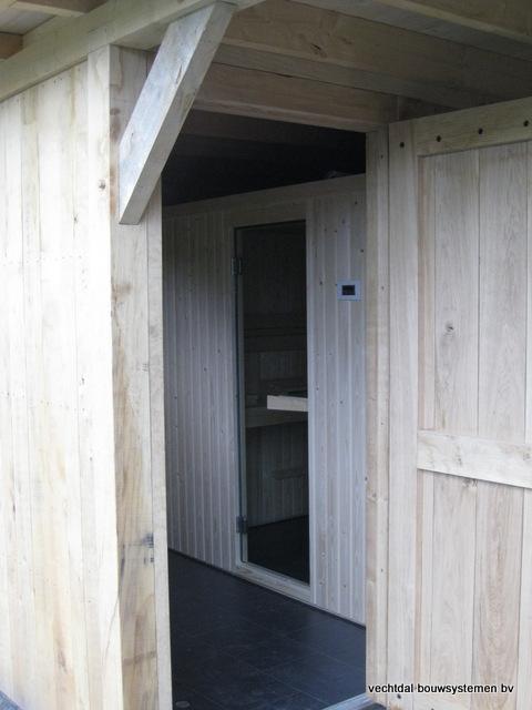 Eikenhouten_bijgebouw_met_sauna_(7) - Eikenhouten bijgebouw met veranda en sauna.