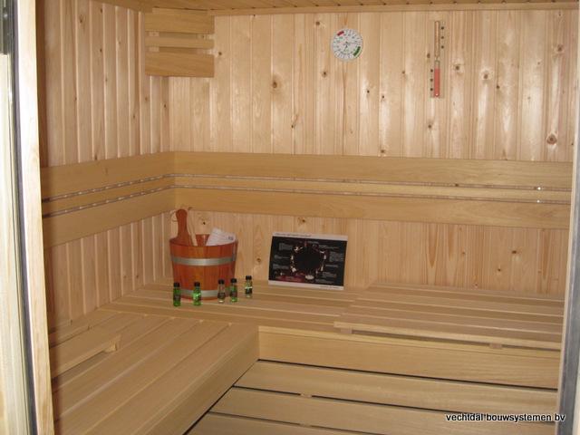Eikenhouten_bijgebouw_met_sauna_(9) - Eikenhouten bijgebouw met veranda en sauna.
