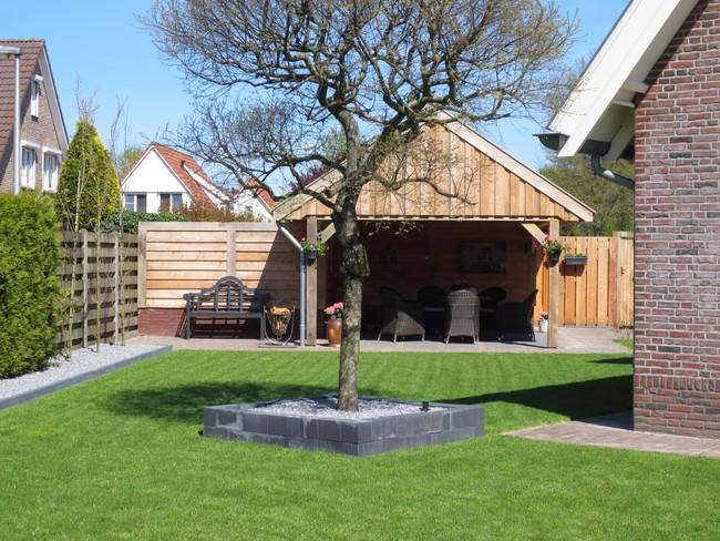 1_houten_schuur - Eiken houten kapschuur met veranda op maat gemaakt.