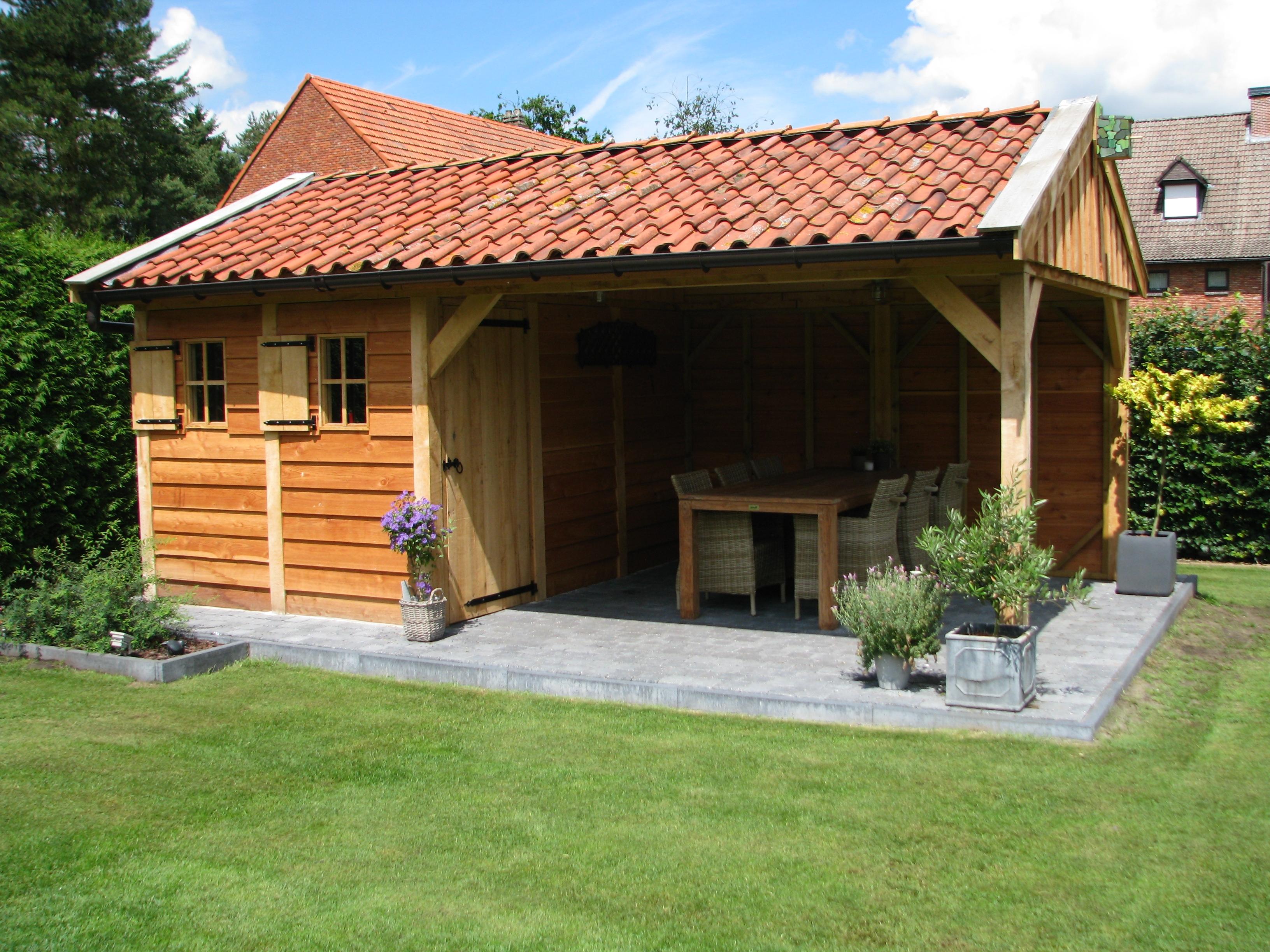 houten_bijgebouw_eiken_2 - Foto's van gerealiseerde tuinhuis met veranda in België.