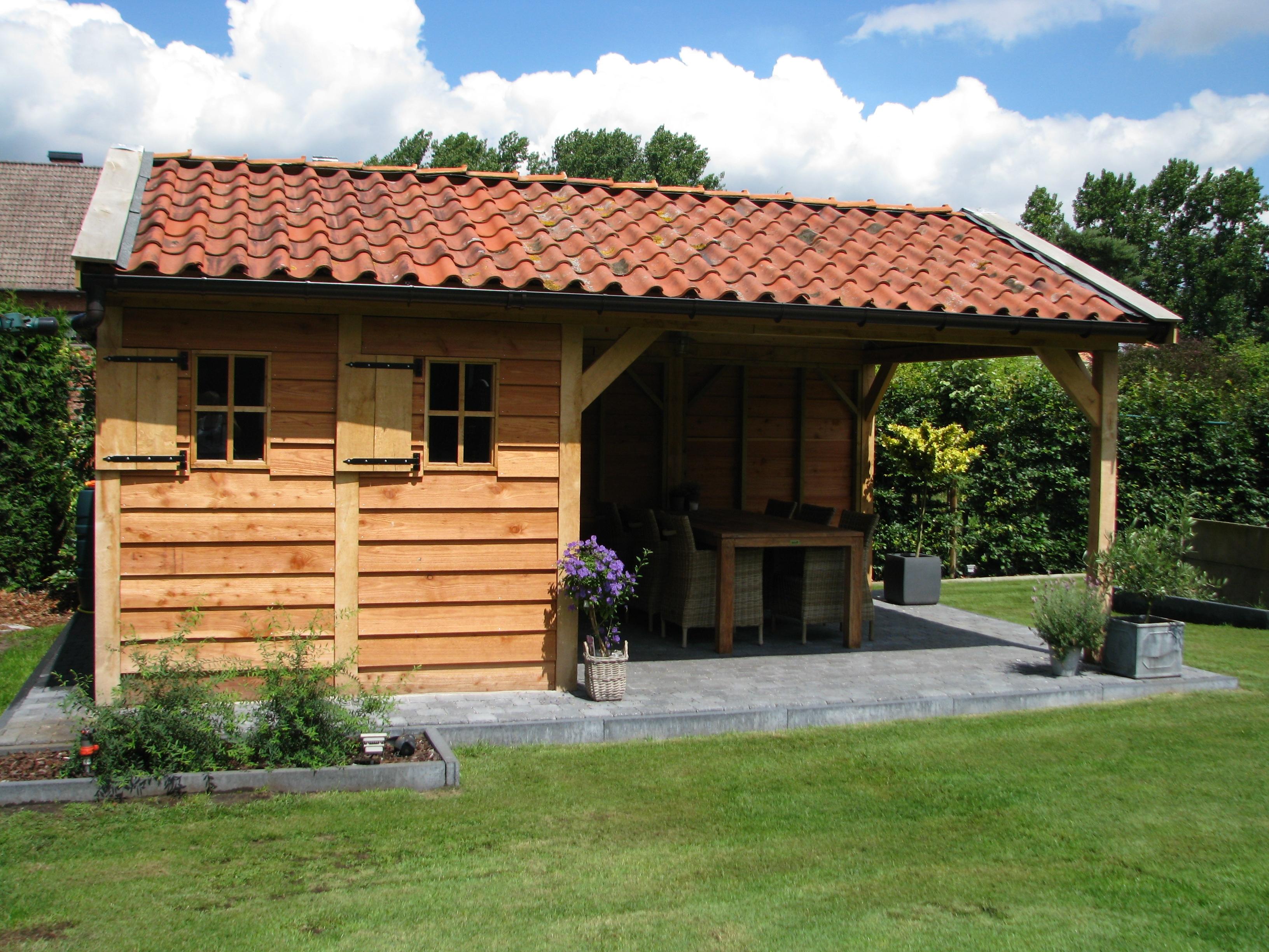 houten_bijgebouw_eiken_3 - Foto's van gerealiseerde tuinhuis met veranda in België.