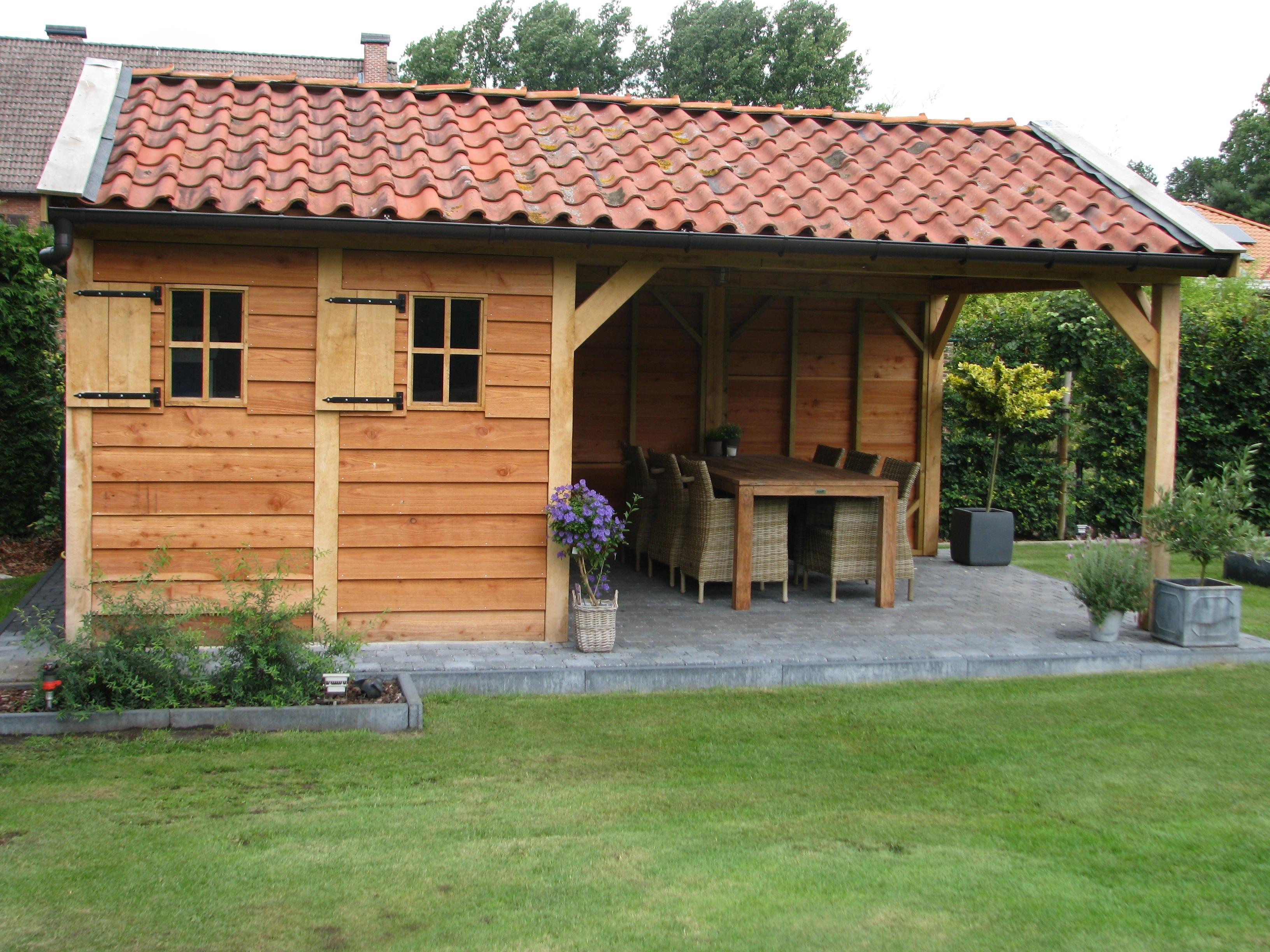 houten_tuinhuis_belgie_1 - Foto's van gerealiseerde tuinhuis met veranda in België.