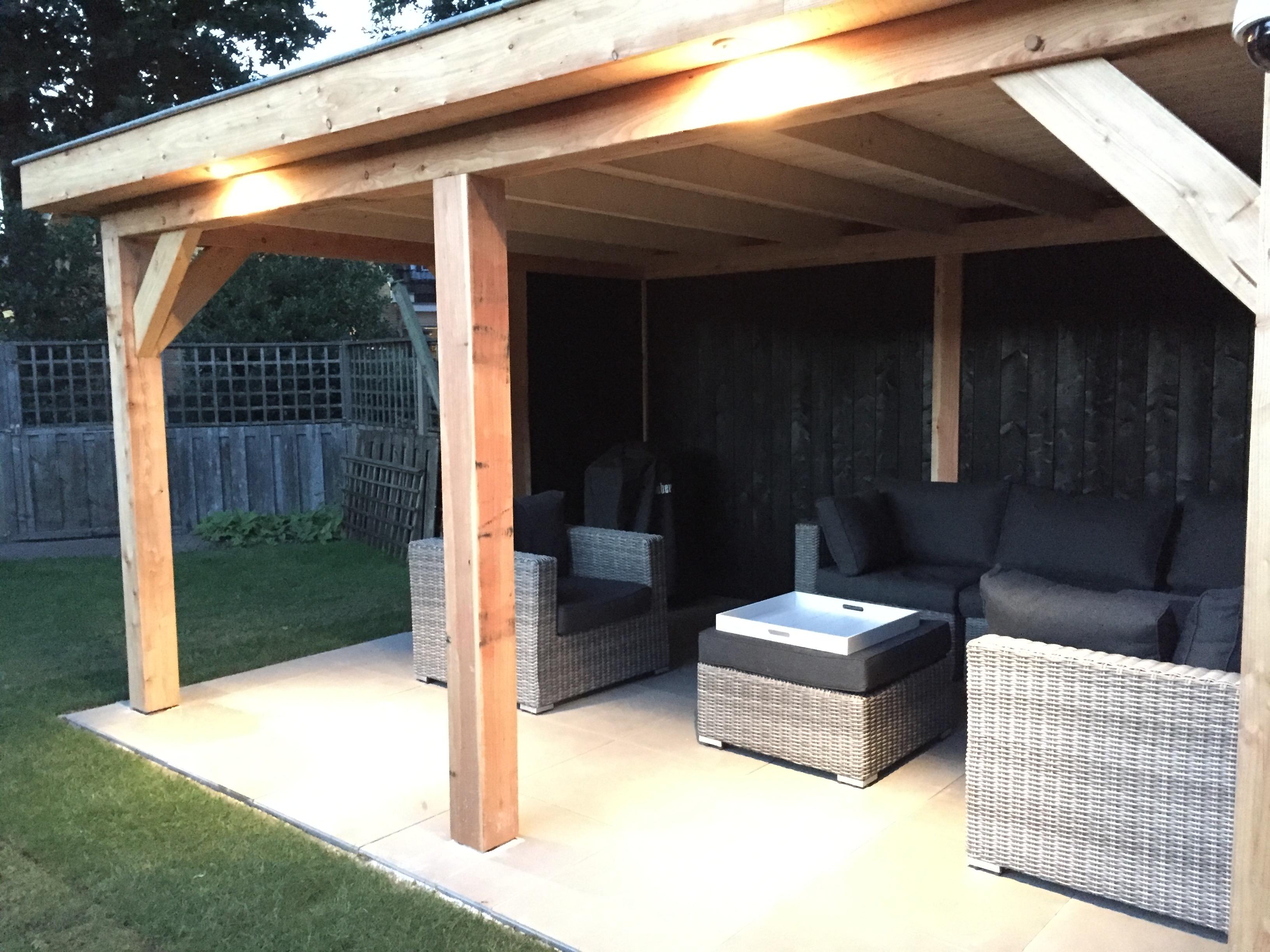 veranda_platdak_(2) - Sfeervol genieten van de zomer onder een stijlvolle houten overkapping.