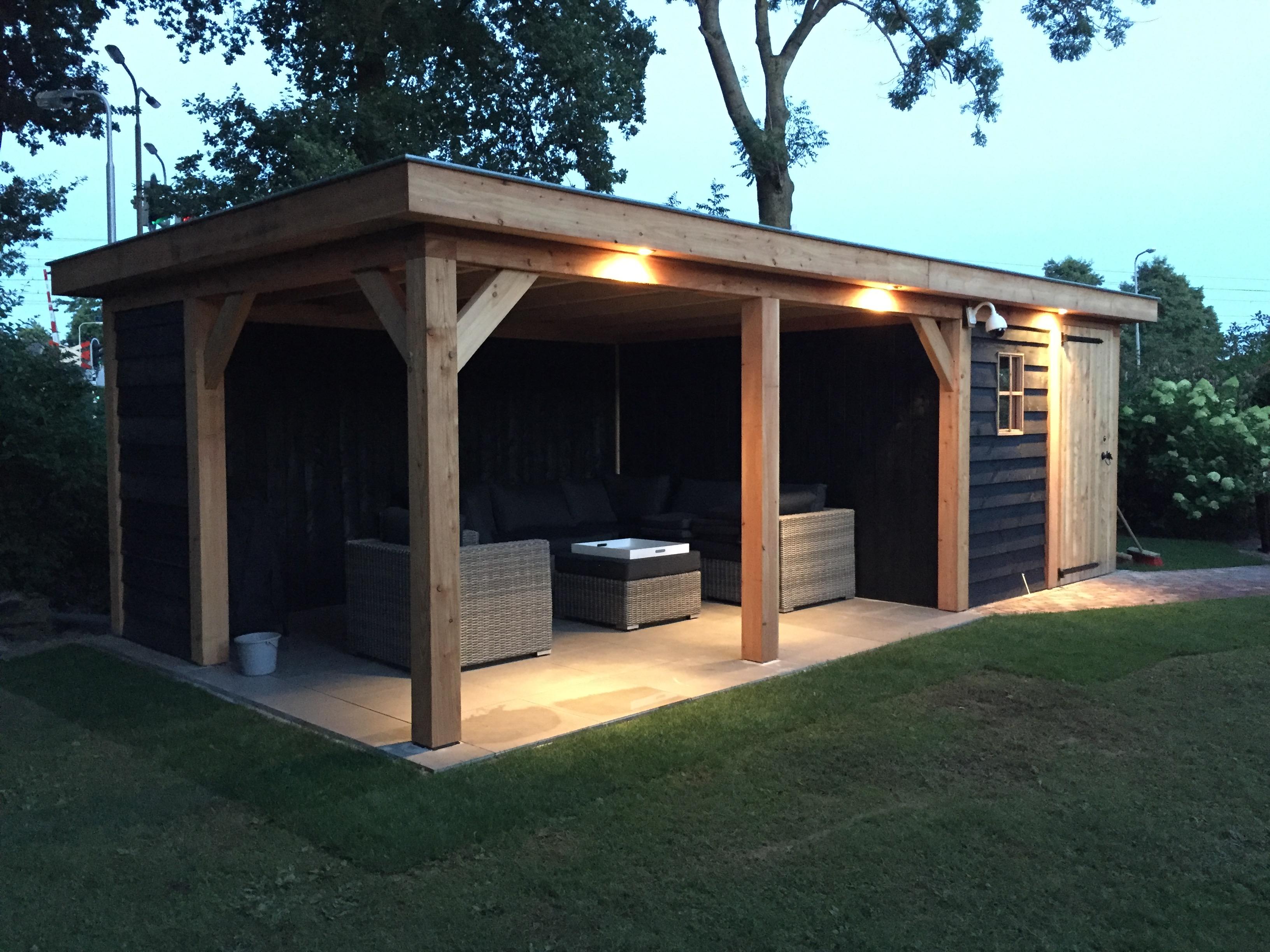 veranda_platdak_(3) - Sfeervol genieten van de zomer onder een stijlvolle houten overkapping.