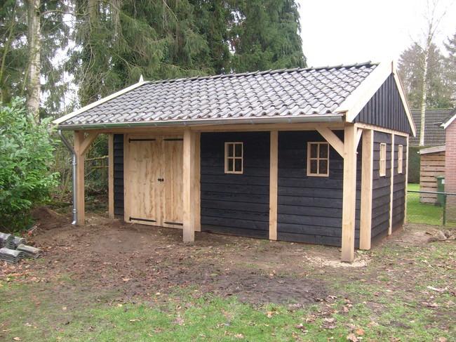 houten_kapschuur_7 - Landelijke houten kapschuur met overkapping gemaakt van eerste klas eikenhout.