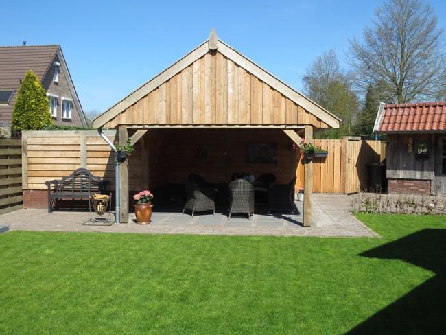 houten_schuur_(5) - Eiken houten kapschuur met veranda op maat gemaakt.