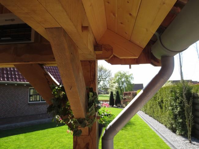 houten_schuur_(8) - Eiken houten kapschuur met veranda op maat gemaakt.