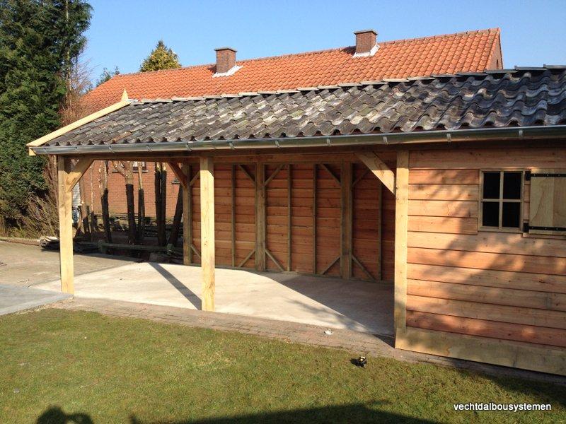 Houten_tuinhuis_met_carport_(10)-001 - Robuust eikenhouten tuinhuis met carport opgeleverd in België